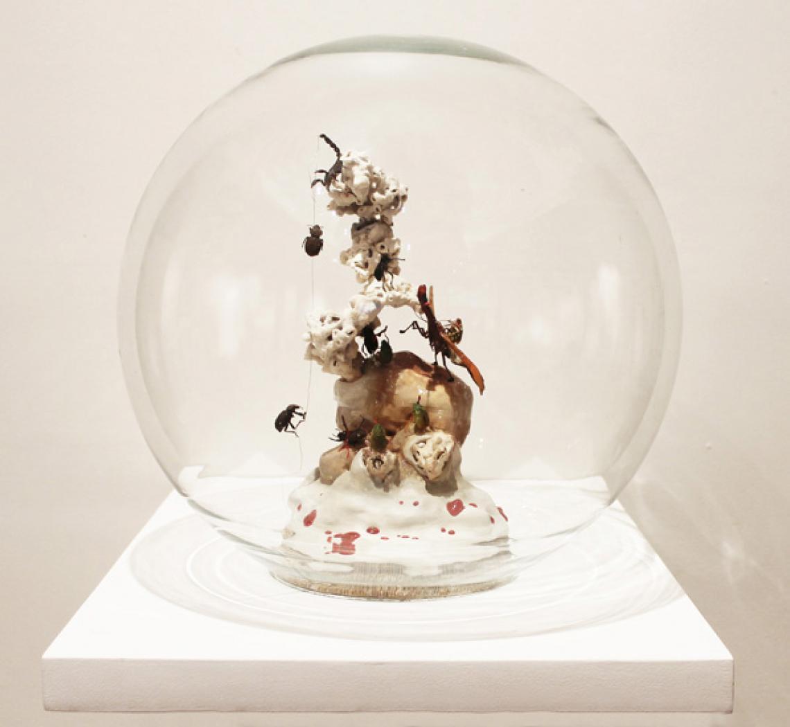 Miguel Harte. Esfera en vidrio con corales e inclusiones, 2014