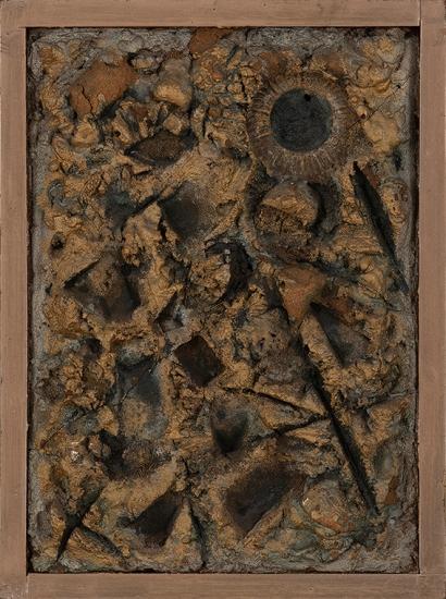 Juan Del Prete. Relieve, 1961. Relieve en arena, concreto y polvo de oro con madera. 49 x 36 x 5 cm.